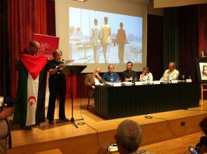 Moment de la lectura del discurs d'agraïment en nom d'Aminatou Haidar
